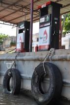 Vietnam, Mekong Delta, Boot Tankstelle