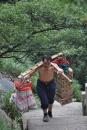China, Huang Shan, Wasserträger